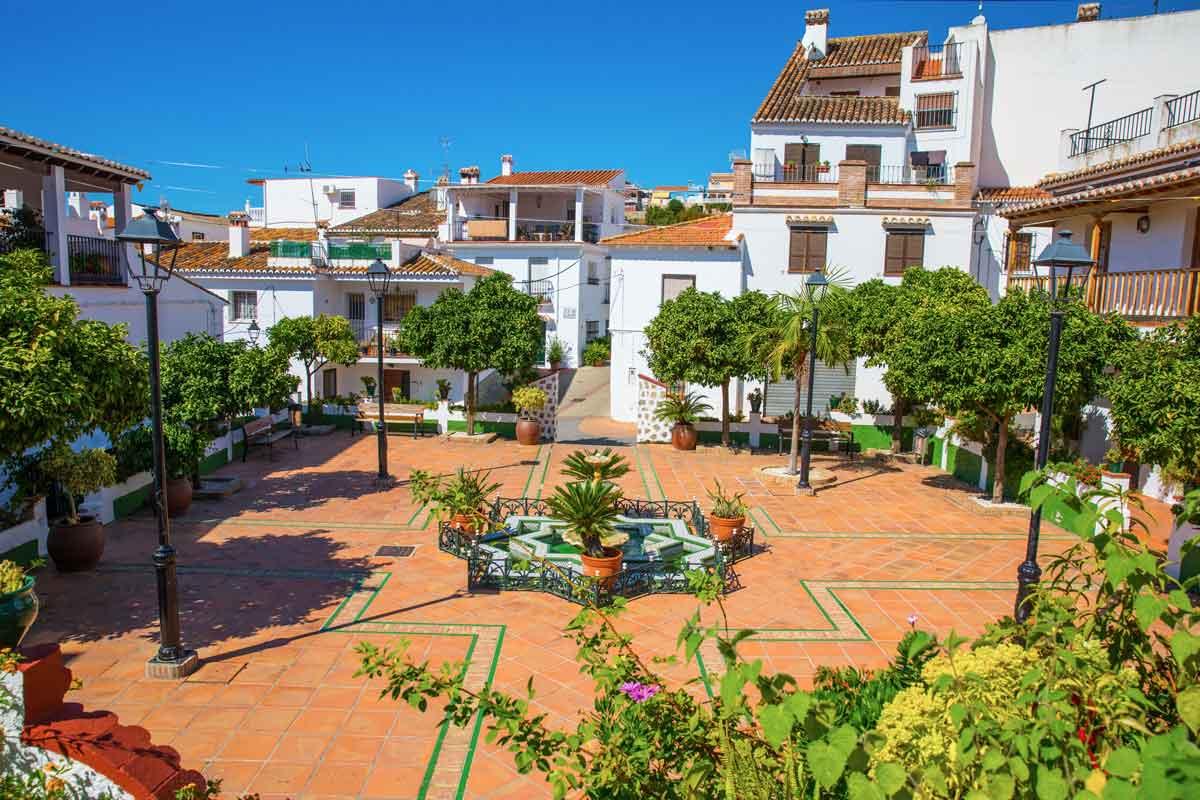 Plaza del Rincón de la Victoria: qué visitar en Málaga provincia